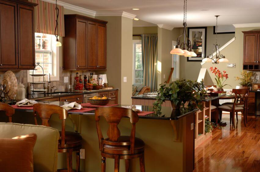 Small Kitchen Bar Adjoining Dining Room