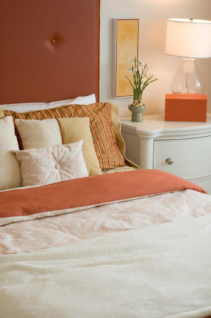 50 Decorative King and Queen Bed Pillow Arrangements & Ideas ...