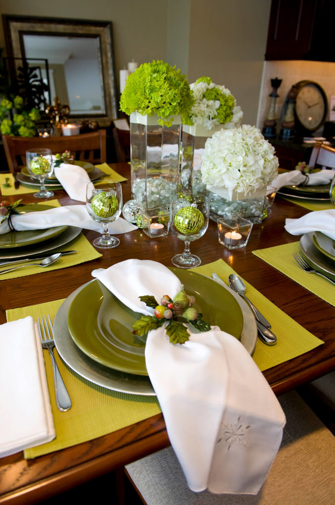 Beautiful Table Setting Ideas For Dinner Party Part - 6: A Festive Holiday Place Setting On A Light Green Placemat. The White Napkin  Has An