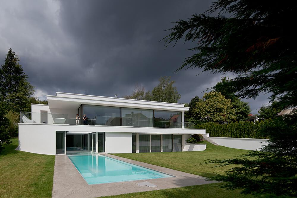 Light filled villa von stein by philipp architekten for Stein s garden home