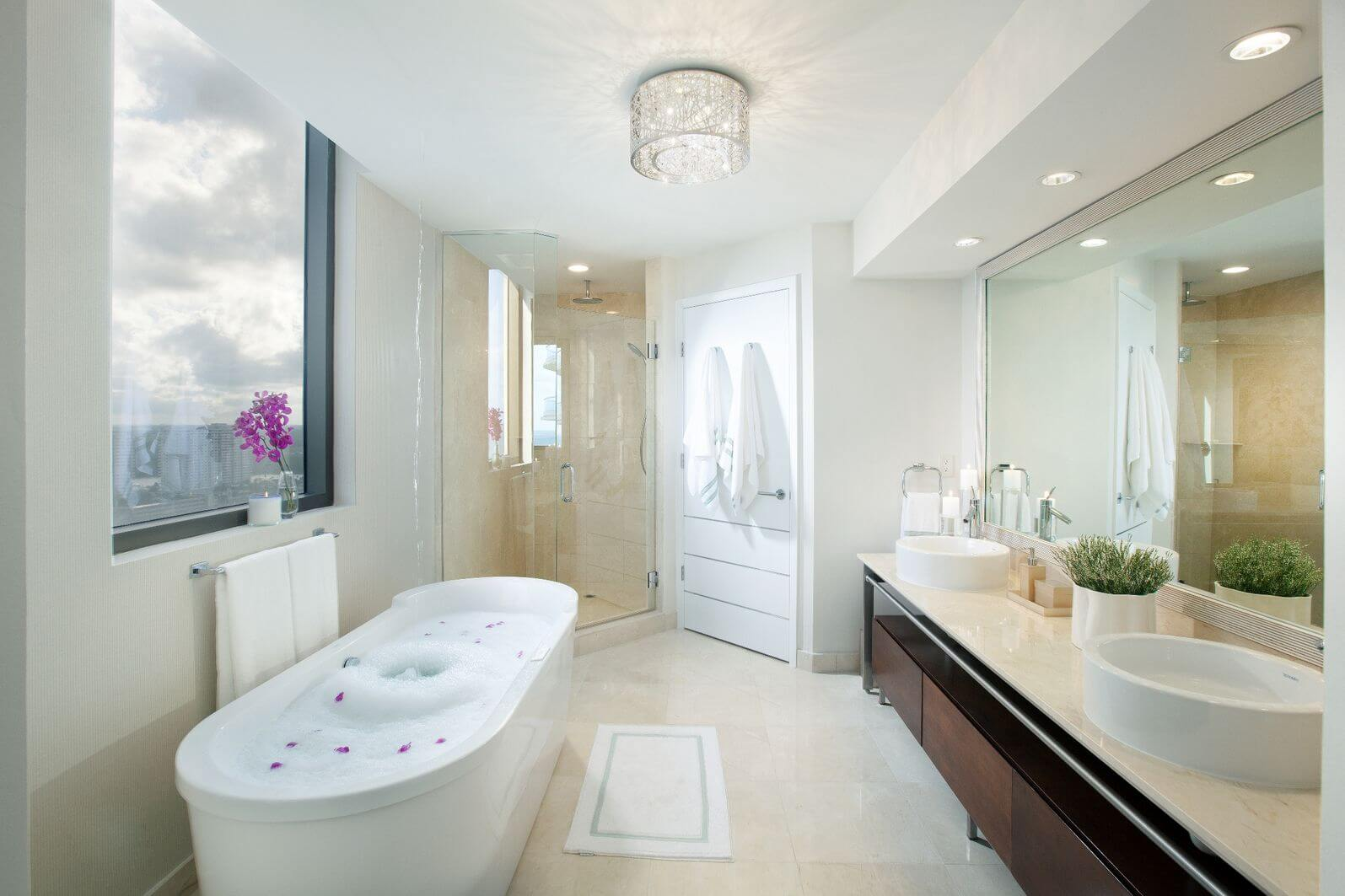 30 master bathrooms with free standing soaking tubs pictures for Badezimmer design