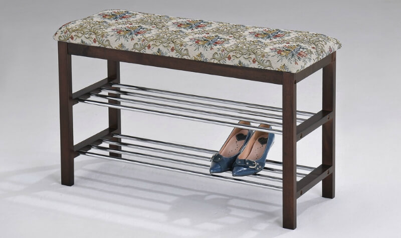 The two delicate chromed shelves are perfect for stacking your most-used shoes. Just be careful not to pack too much onto them, lest you venture into clutter territory!