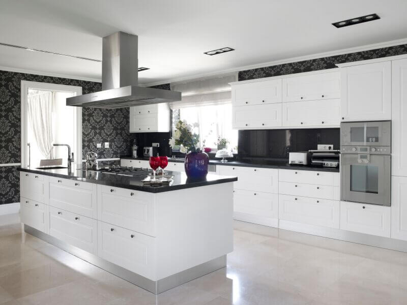 36 Inspiring Kitchens with White Cabinets and Dark Granite ...