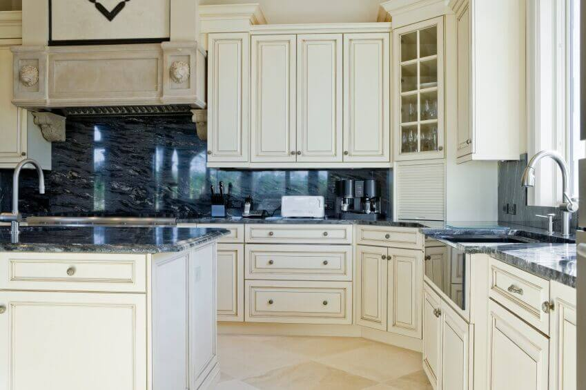 36 Inspiring Kitchens With White Cabinets And Dark Granite Pictures