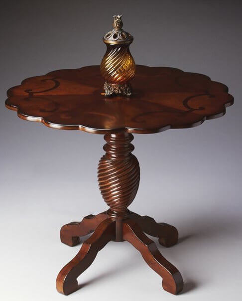 The Scalloped Edges Of This Ornate, Round Foyer Table Announces Elegance  And Opulence, Giving