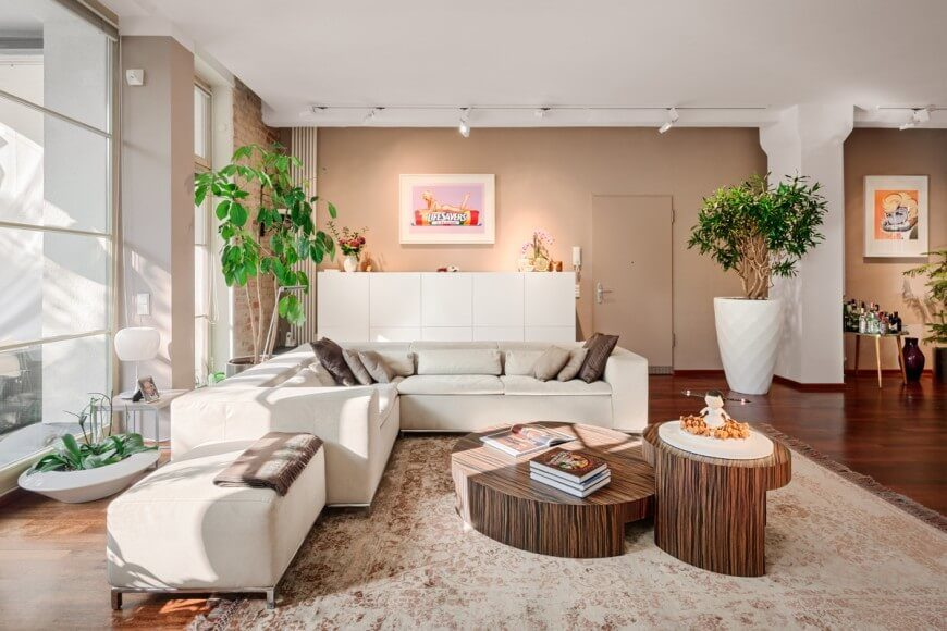 Amazing Setting The Base Of The Room As White With Accents Of Tan, Brown, And