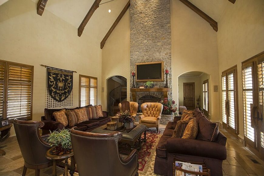 An Extremely High Ceiling Makes This Living Room Feel Quite Spacious And  Gives The Room A