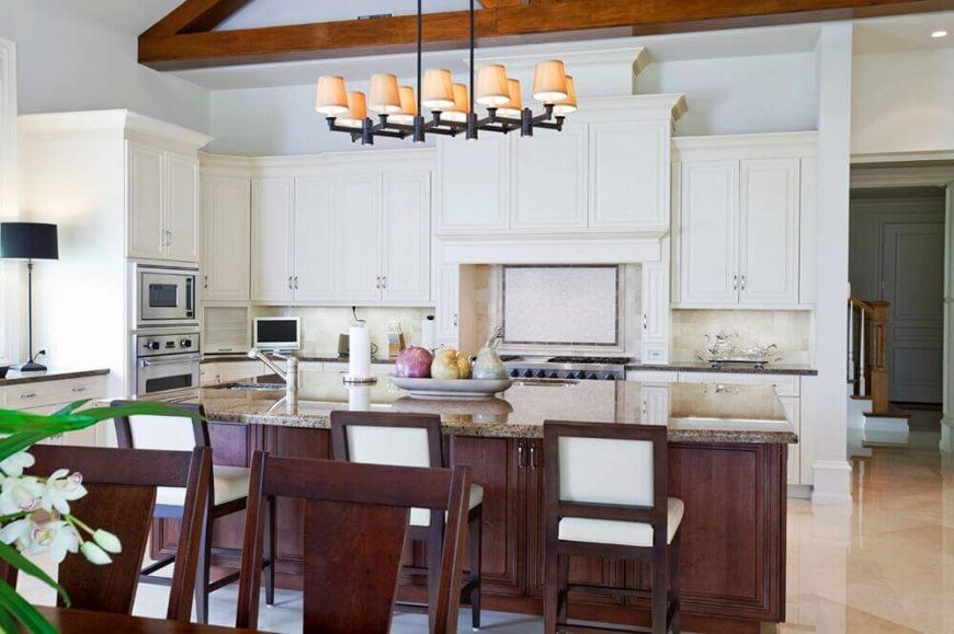 Superieur The Chairs In This Kitchen Help To Carry The Contrasting Color Of The Island  Further Into