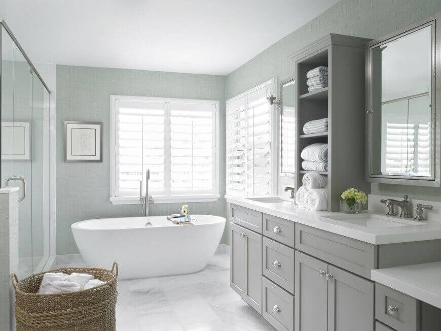 Pair of Corner Windows with Blinds Wrapping Around the Tub