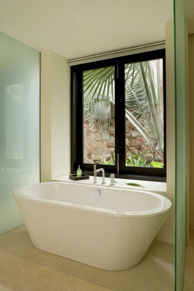 40 Master Bathroom Window Ideas