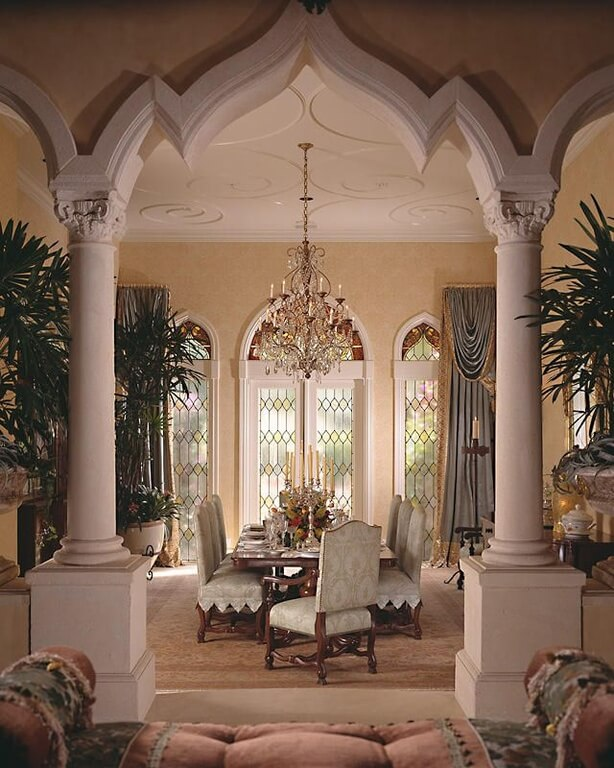 This Dining Room Is Framed By Two Large White Columns There A Extravagant Chandelier