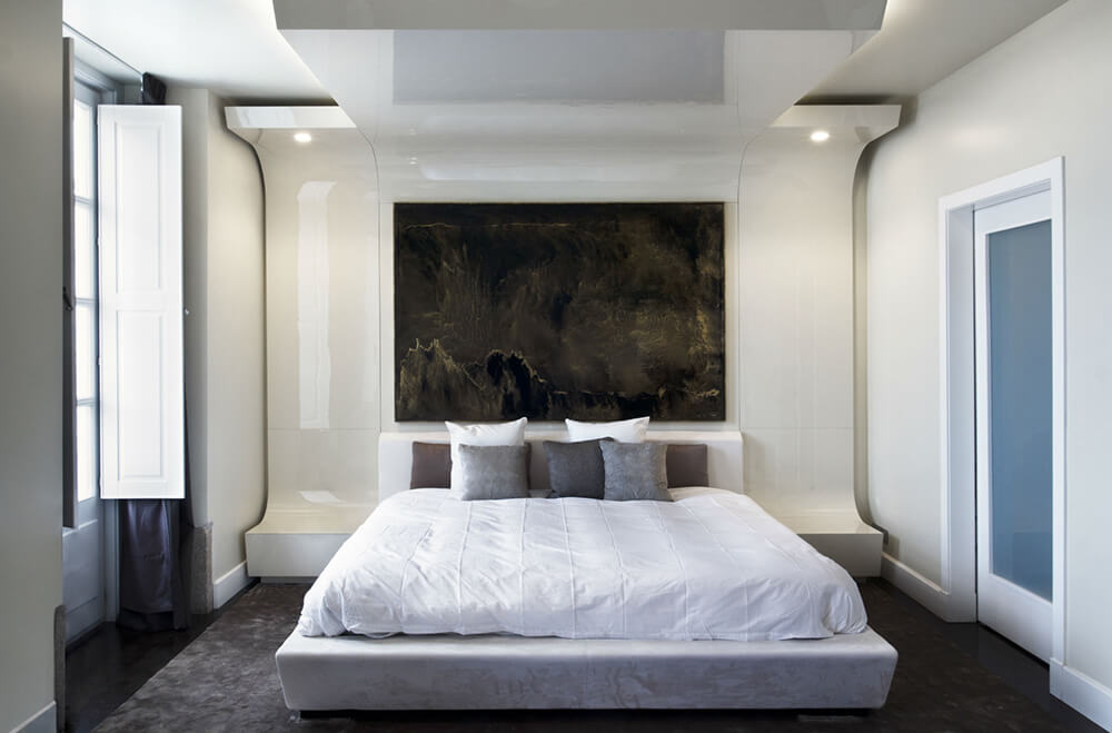 This master bedroom boasts a very stylish wall decor set on the attractive wall.