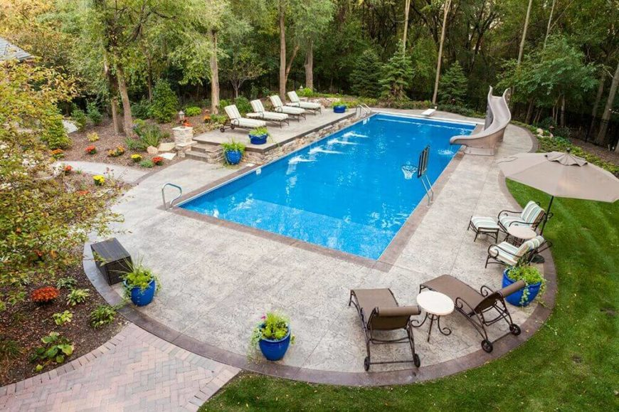 A nice curved slide with a thick and study base. Functional and fun for a family pool!