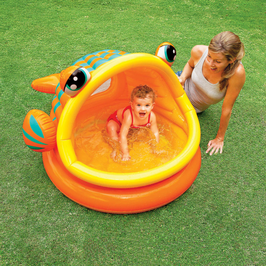 An interesting fish design for this inflatable pool. It has a roof, helping protect the little ones from the suns rays while they play in the water.