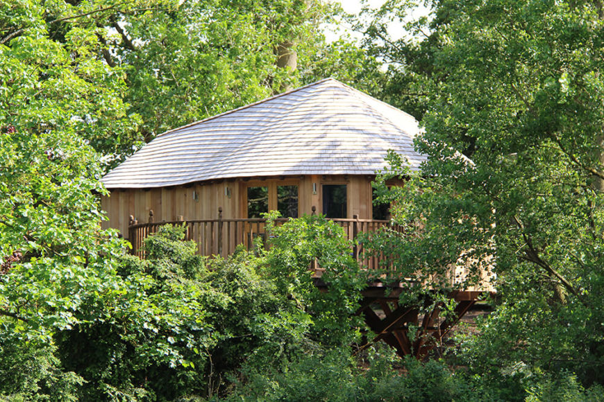 The deck is very private, hidden by the trees. The atmosphere of seclusion is perfect for a couple's getaway.