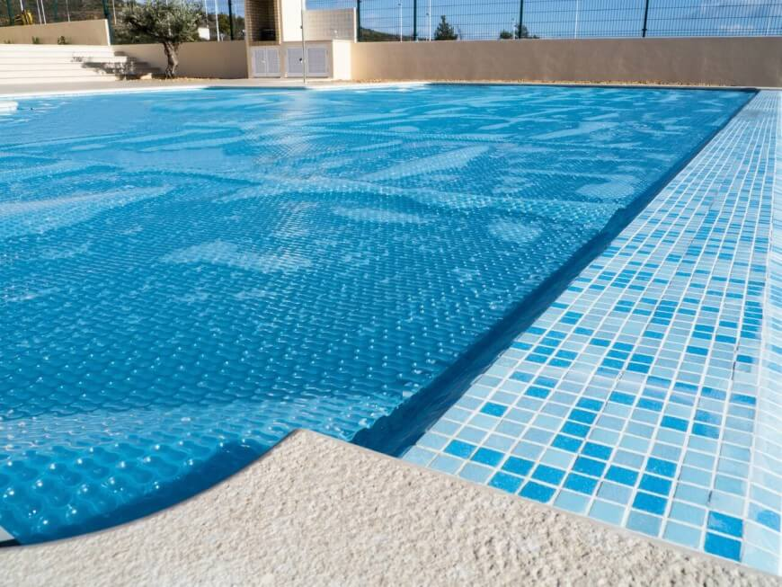 18 fantastic swimming pool covers - Protection from chlorine in swimming pool ...