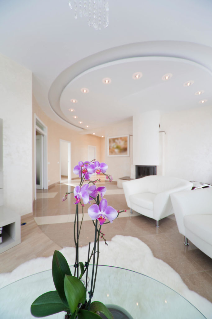 Here Is A Unique And Lovely Circular Trayed Ceiling With A Nice Lighting  Element On The