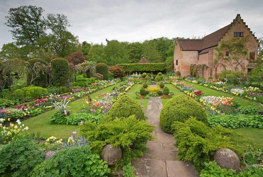 Here Is A Vast Landscape With A Number Of Perennials. In A Space This Large