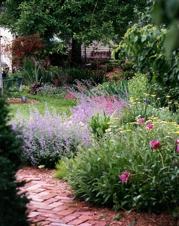 47 gorgeous perennial garden ideas lining patios and walkways with perennial bushes is a perfect way to keep foot traffic on mightylinksfo Images
