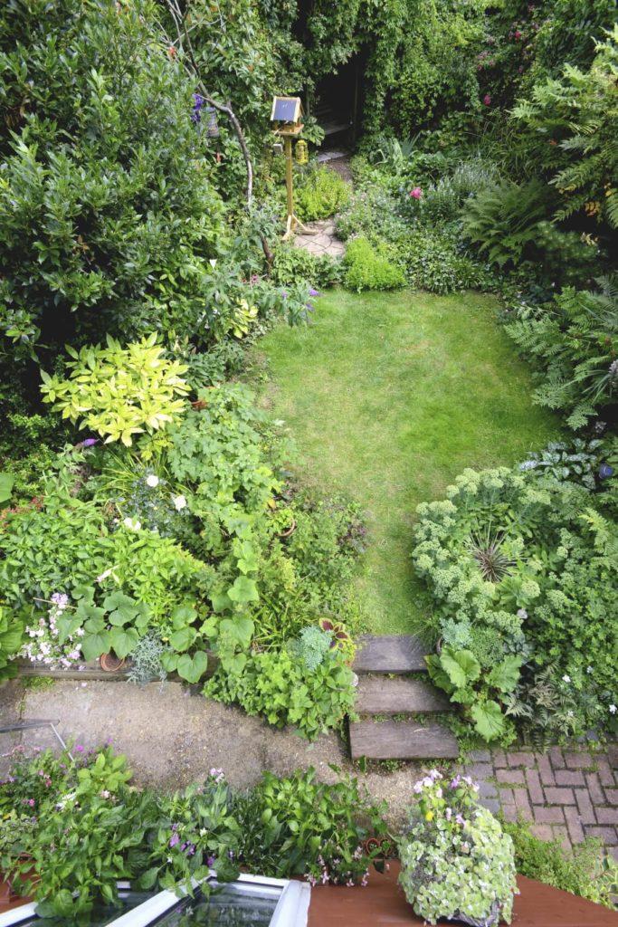 38 Glorious Japanese Garden Ideas: 34 Vibrant Plant Garden Ideas