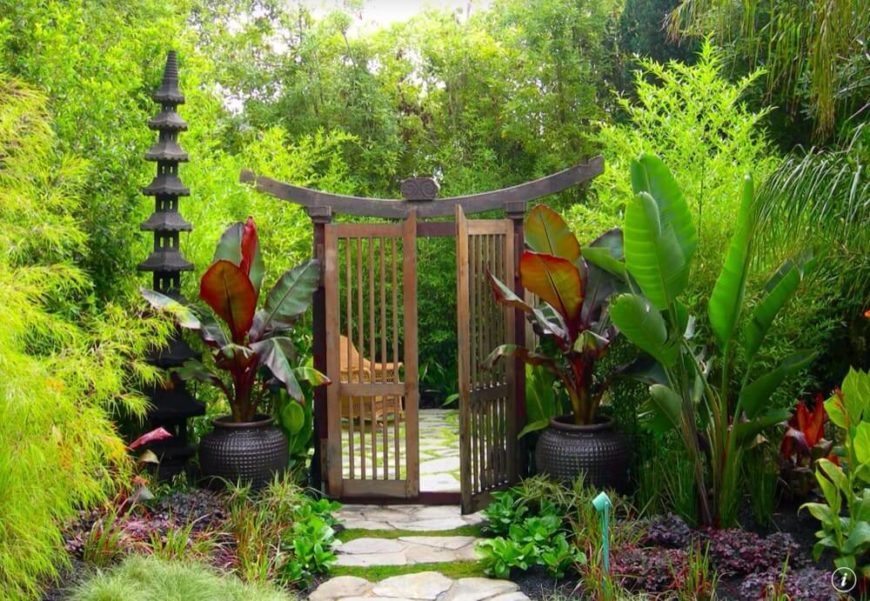 Mixing plants can be a delicate balance. In this garden, there are some plants with little leaves in a bright and vibrant green, while others have large leaves in dark and rich greens.