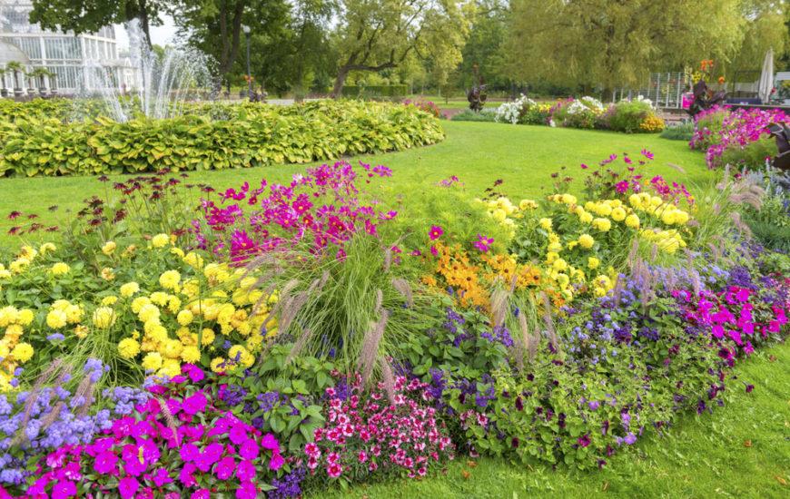 42 Luxurious Large Garden Ideas
