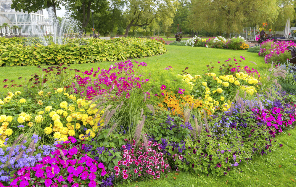 25 magical flower bed ideas and designs for Large garden ideas