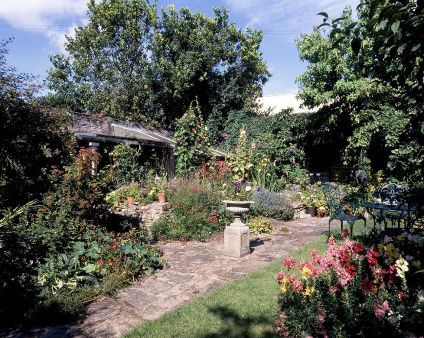 Sometimes large gardens can be left to grow wild and untamed. This gives an amazing natural look that can be quite appealing. This style is also useful if you like less work as you want the garden to look untended.