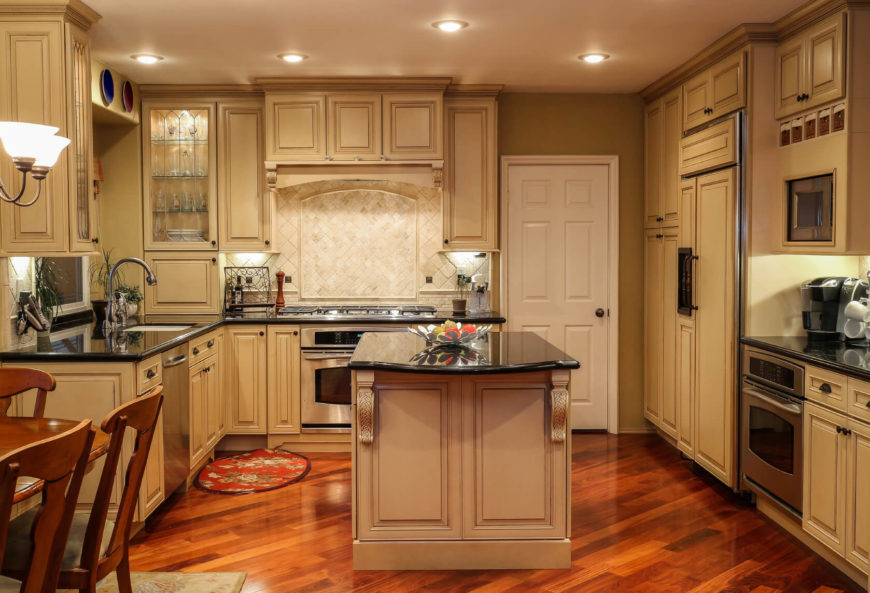 This Kitchen Uses Pleasant And Warm Sandy Tones Mixed With Rich Browns And  Reds. The