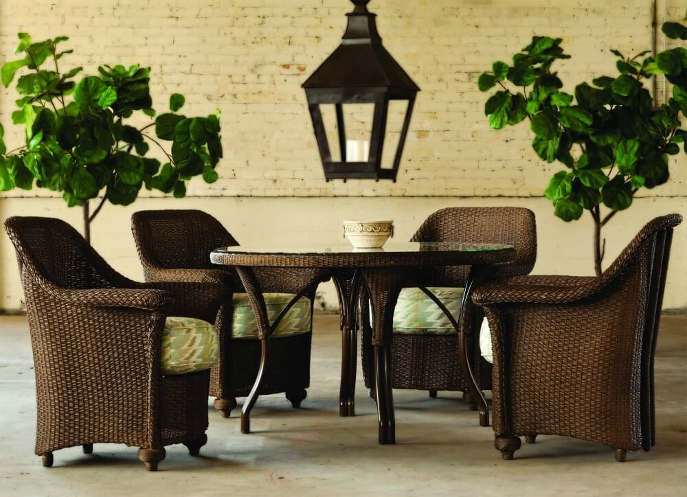 Elegant patio dining set with round table