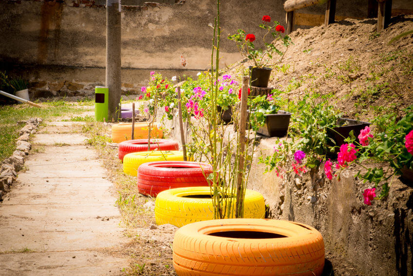29 Flower Tire Planter Ideas for Your Yard (and Home) - photo#20