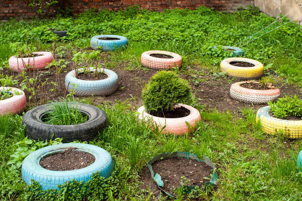 29 Flower Tire Planter Ideas for Your Yard (and Home) - photo#9