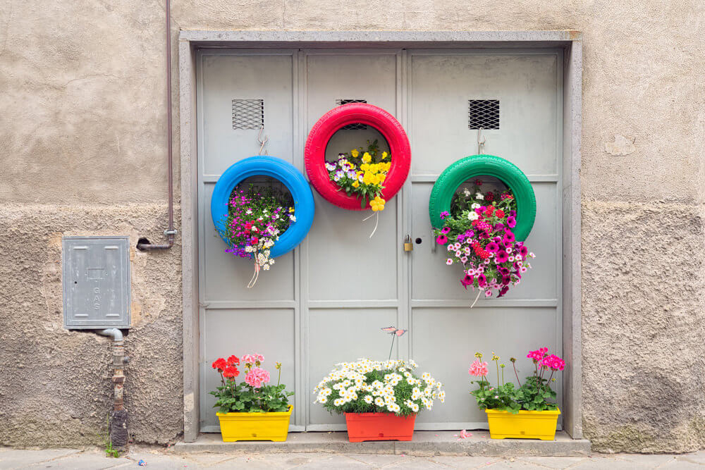 29 Flower Tire Planter Ideas For Your Yard And Home
