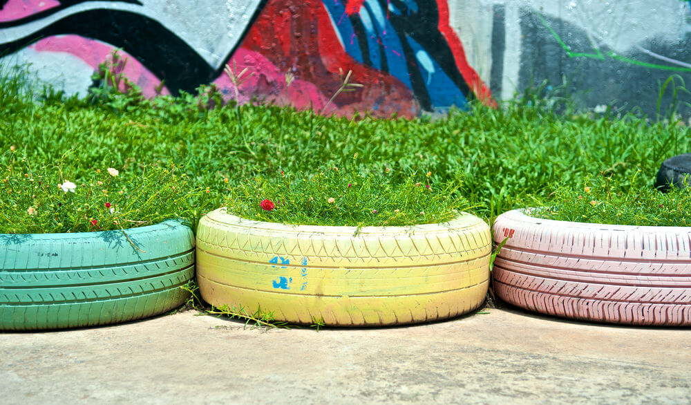 29 Flower Tire Planter Ideas for Your Yard (and Home) - photo#12