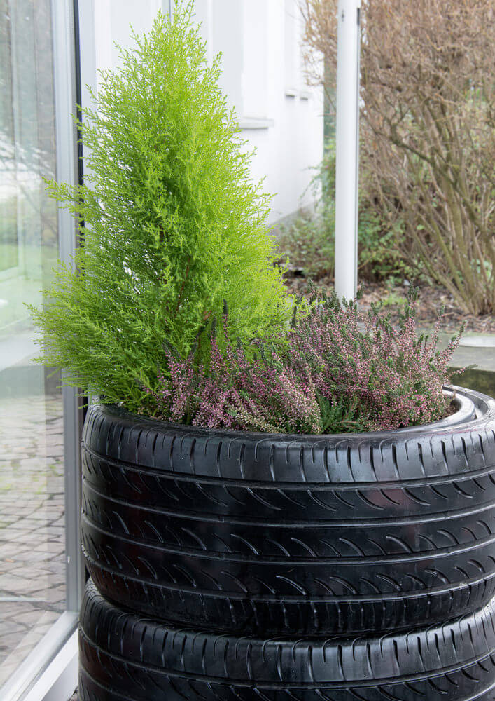 29 Flower Tire Planter Ideas for Your Yard (and Home) - photo#30