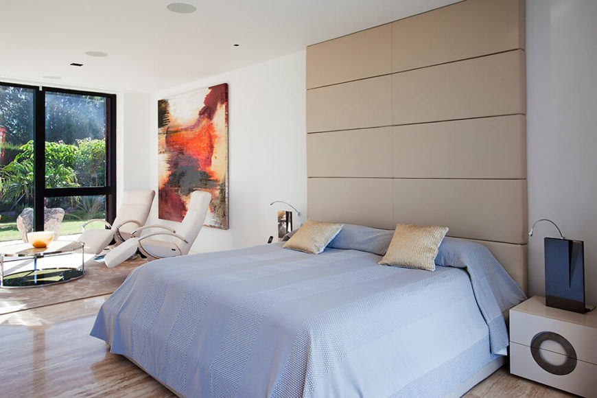 The bedrooms are spacious and have access to ample sunlight and the fantastic views from the windows. The simple and minimalist design makes the rooms feel even more open.