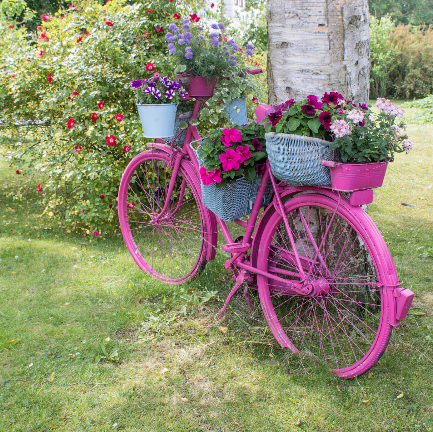 33 bicycle flower planters for the garden or yard for Decoration jardin velo