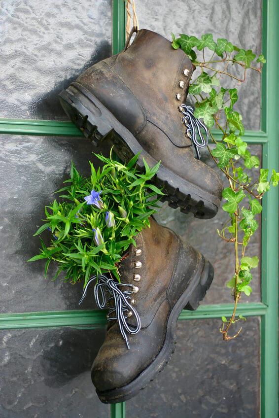 31 shoe and boot planter ideas photos With katzennetz balkon mit garden boots
