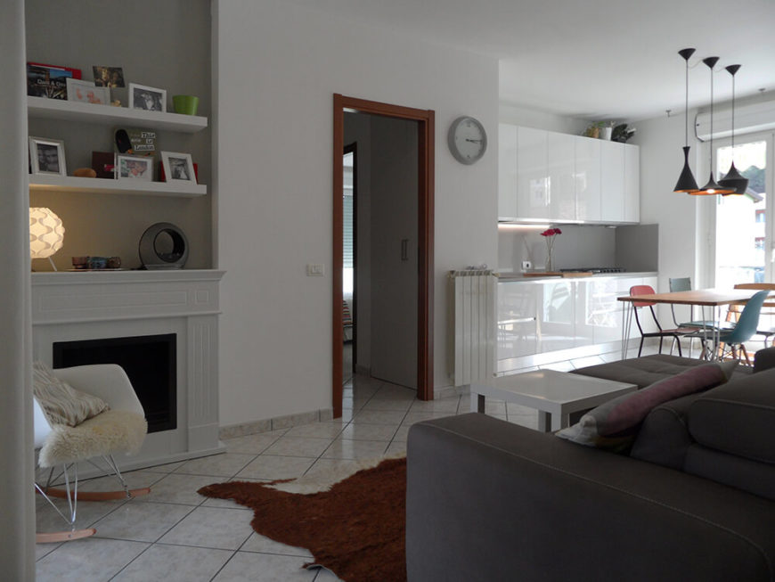 Between the sitting area and the dining area is the entrance to the rest of the apartment. You can see here that space may be limited, but the flow is spectacular. There is an openness that is achieved with the minimal design that lets the room breathe.