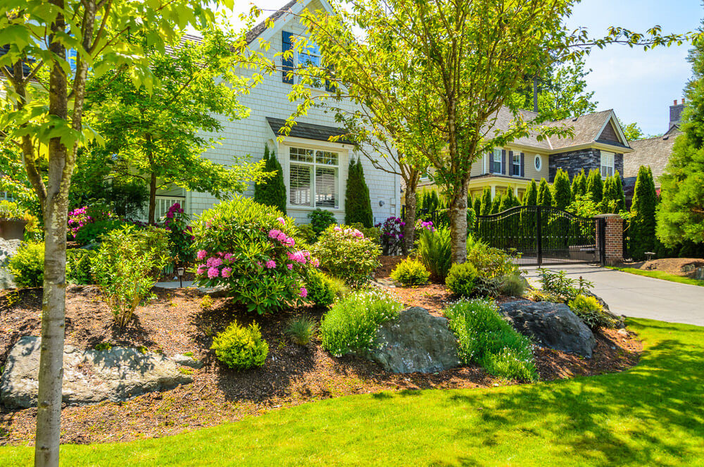 101 front yard garden ideas awesome photos for Easy gardens to maintain