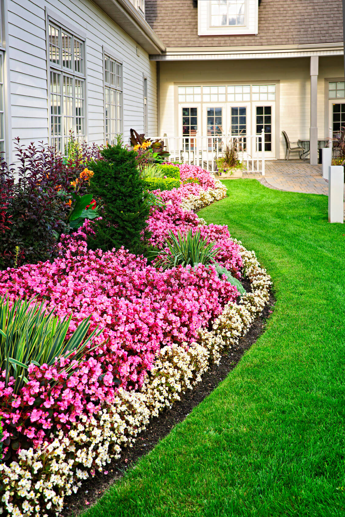 101 front yard garden ideas awesome photos for Front yard flower garden ideas