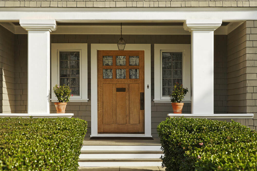 Attrayant Simple Potted Plants Placed At The Front Door And Well Trimmed Green Walls  On The