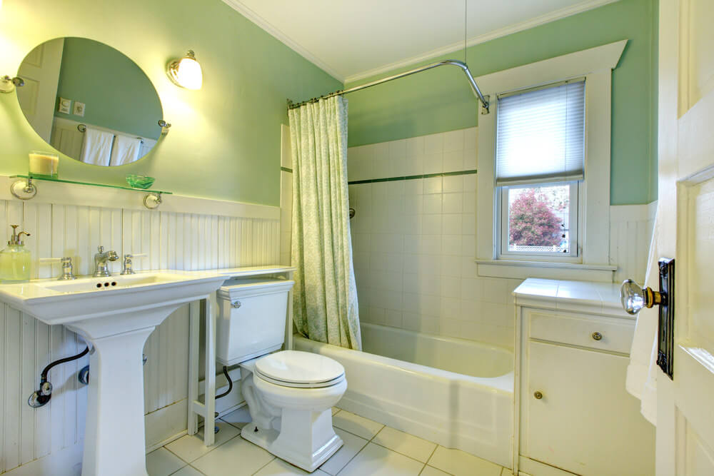 Attrayant ... White And Yellow Bathroom. The Light Green And White Wall And Vanities  Combine To Create A Cool Color Combination That