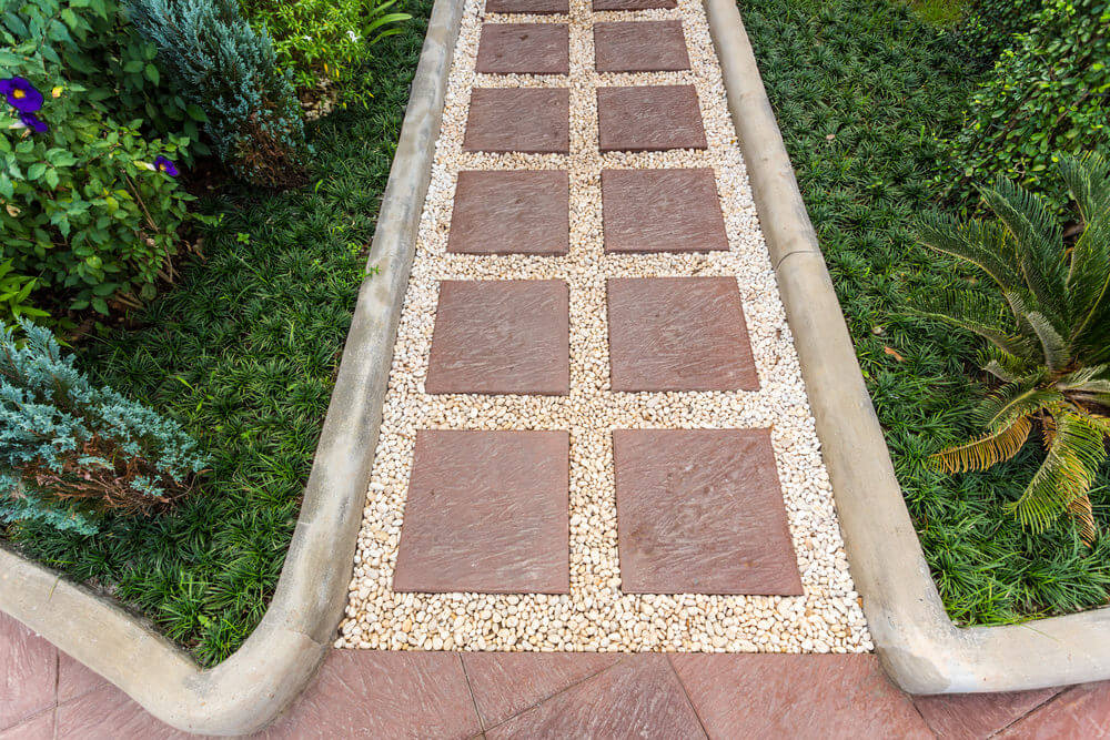 This pavement is simple and tidy. You will see how delicately these pebbles and blocks are put together in-line with the fine curbs.