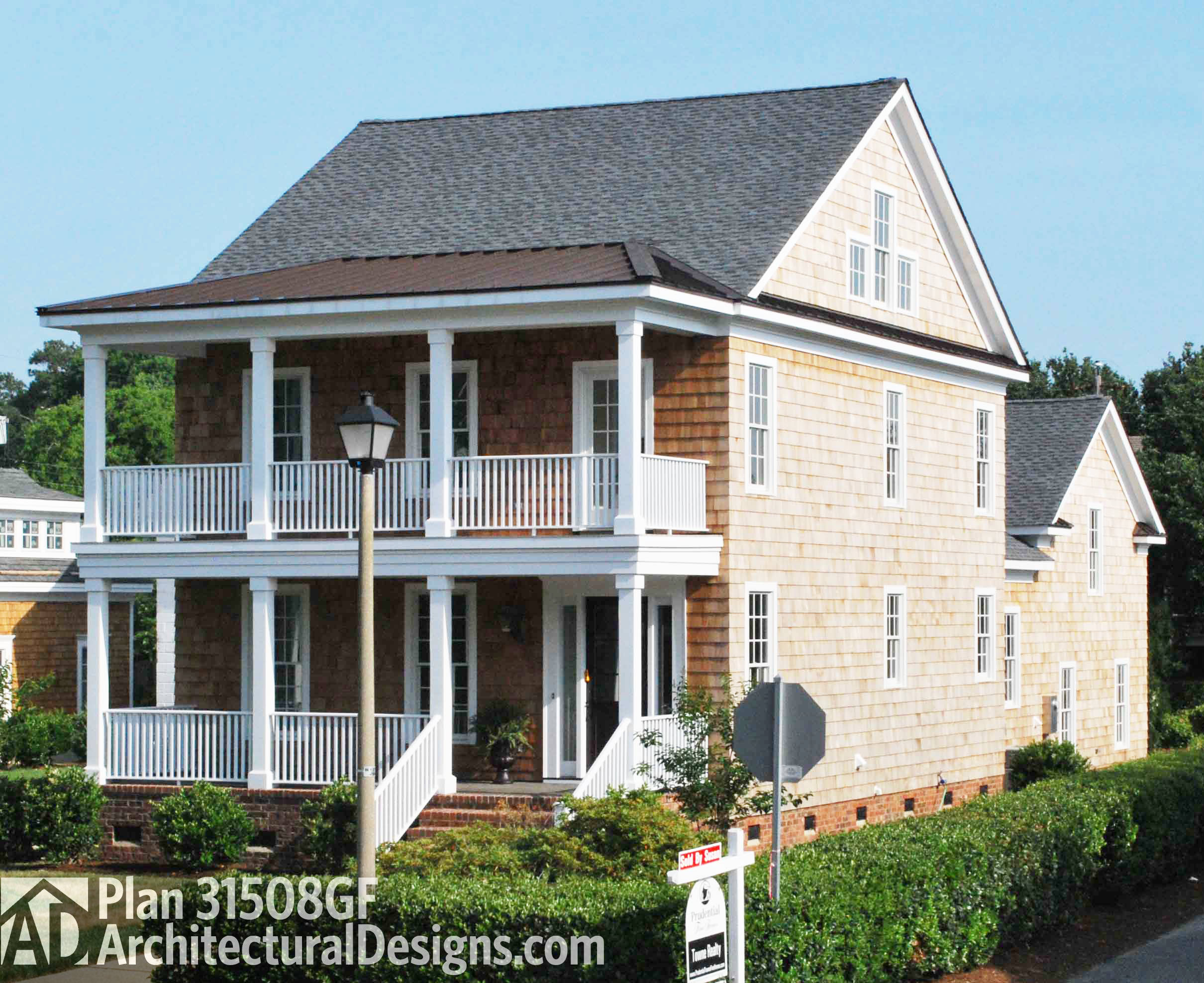 19 shingle style homes diverse photo collection for Shingle style beach house plans