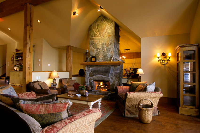 Chalet Living Room With A Touch Of Traditional. The Old Fashioned Seat  Covers And Pillows