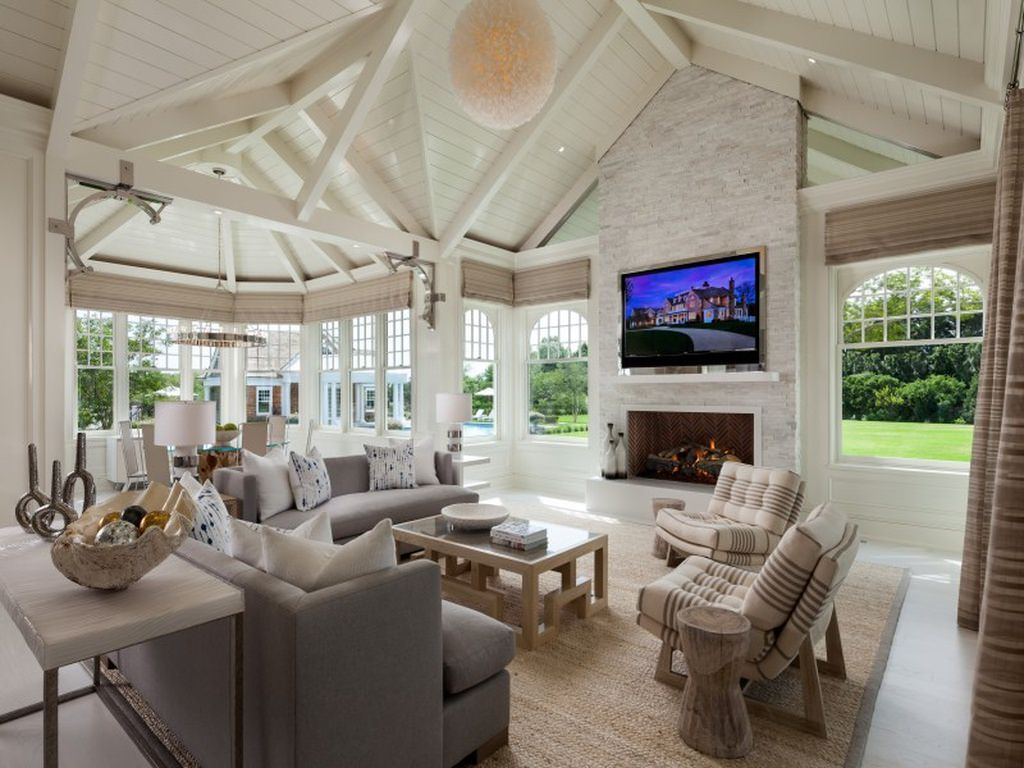 20 mansion living rooms combed through 100 39 s of mansions for Family room v living room