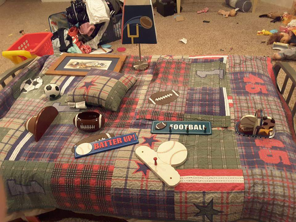12 pc Sports themed bedroom set