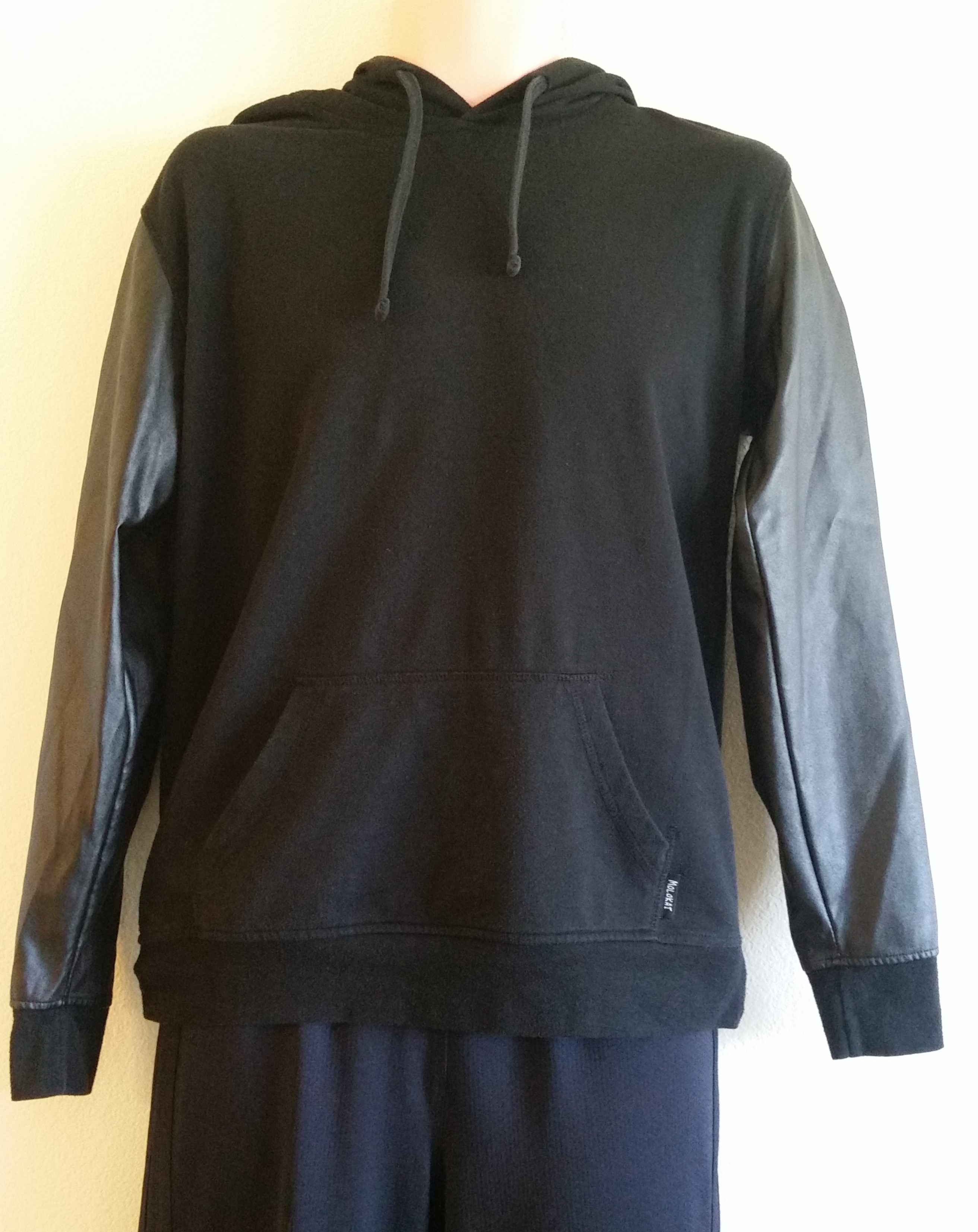 Pre-Owned Hoodie Pullover Size S/M - $5
