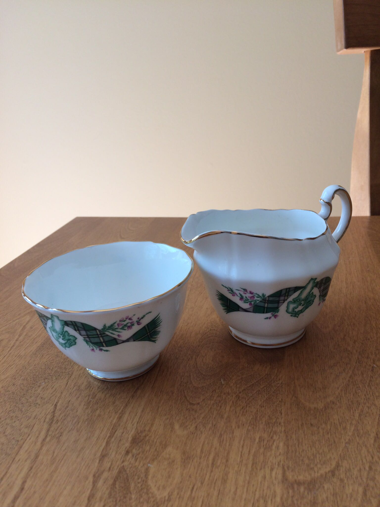 Cream and sugar set